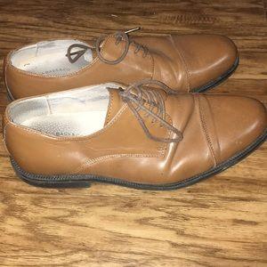Men's size 8.5 G.H. Bass dress shoes